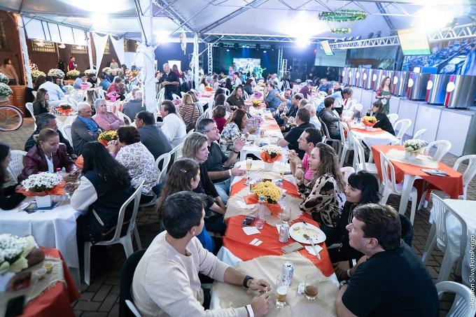 Restaurantes receberam visitantes para jantar