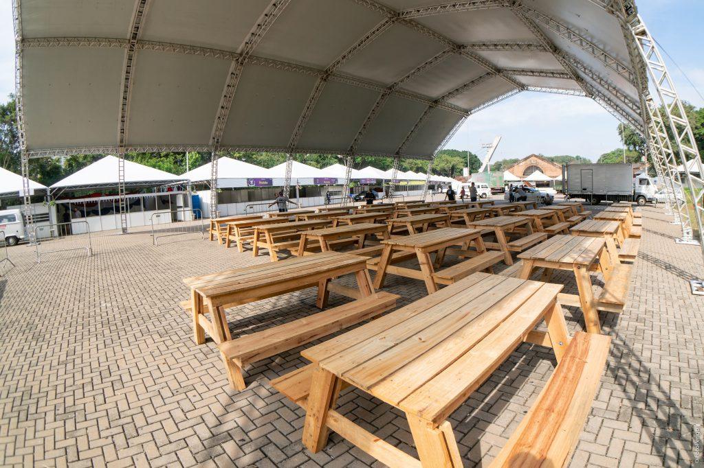 Tenda com mais de 600 m2 está instalada no grande pátio do Engenho