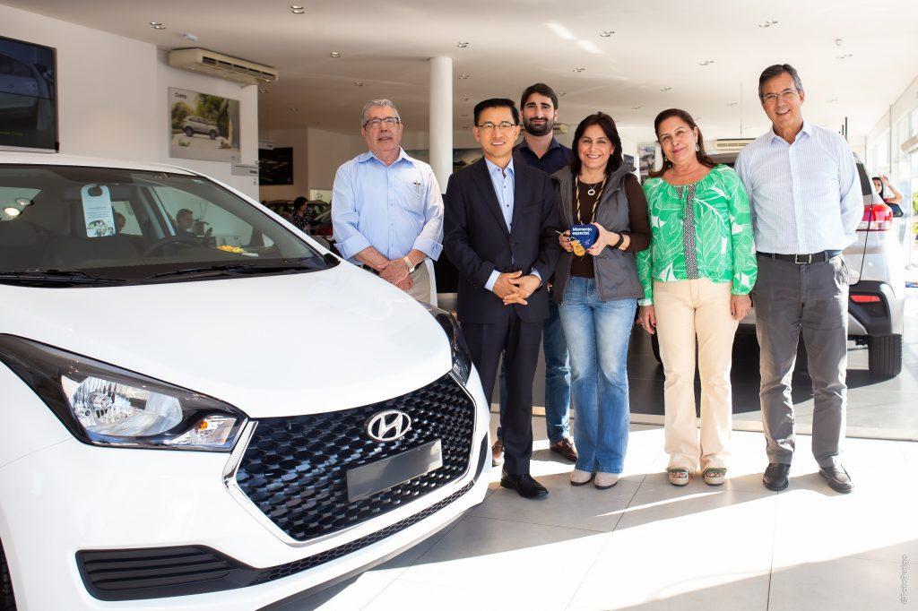 José Antonio de Godoy, Eduardo Jin, presidente da Hyundai, Thiago Sanchez, diretor da Caminho, Rosana Possobom, Sandra Negri e Marco Guidotti